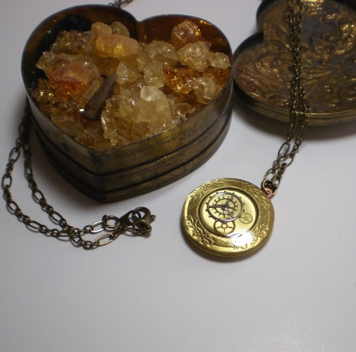 Clockwork locket