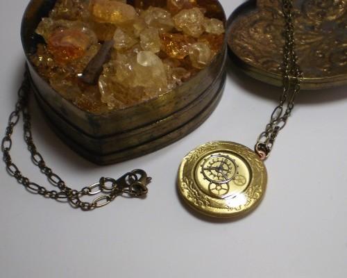 Clockwork locket